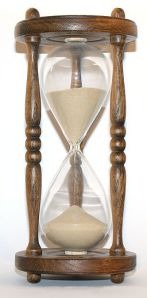 256px-Wooden_hourglass_3