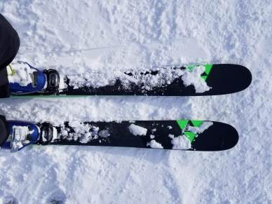 Snow_on_the_Fischer_Ranger_96_Ti_Skis